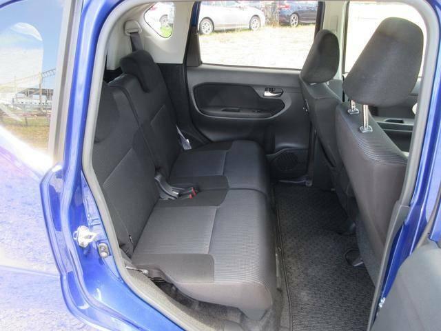同乗者も快適にお過ごしいただけるリヤシート!スライド機構付です。