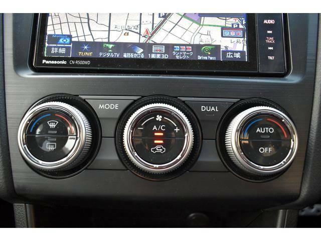 空調は運転席側、助手席側それぞれで温度調整ができるフルオートエアコン。