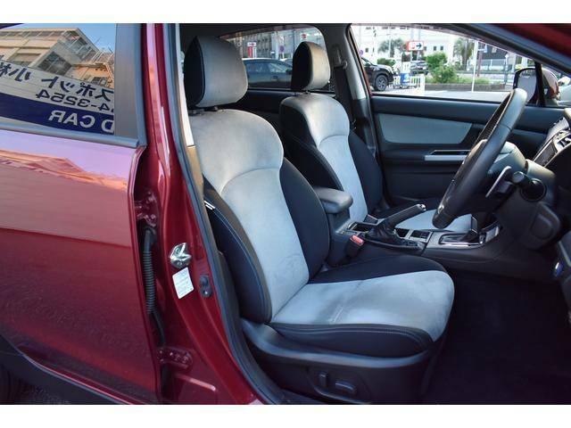ホールド性の高いシートを採用。長距離ドライブの疲れを軽減してくれます。