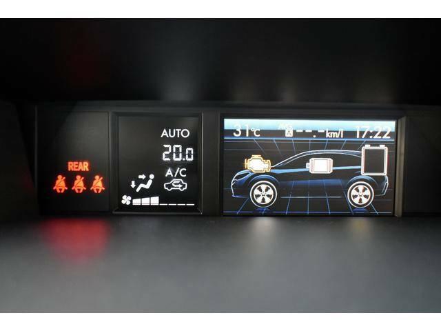 インパネ上部には車両状態、空調状態がひとめで確認できるマルチファンクションディスプレイを設置。