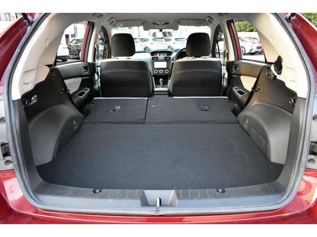 後席背もたれを倒せば長尺物の積載も楽々できます。