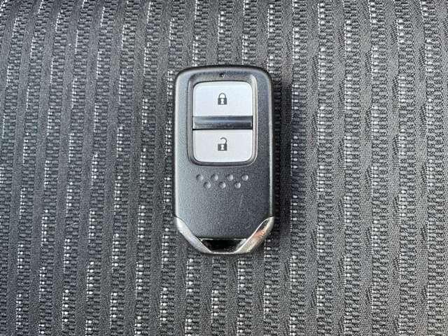スマートキーなので携帯しているだけで簡単にドアの開錠、施錠が可能です!