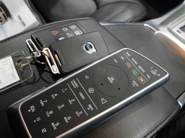手ぶらでドア開閉エンジン始動できるスマートキー付きです
