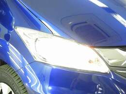 【HIDヘッドライト】夜道や雨天走行が明るく視界良好!!HID(ディスチャージ)ヘッドライト装備です! 安心ドライブを楽しんで下さい♪明るいほうが、運転疲労を軽減できます♪
