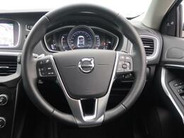 ◆LKA(レーンキーピングエイド)『車載のカメラ+センサーが走行車線を認識し、車線を逸脱しそうになると必要に応じてステアリングを穏やかに修正。また、ステアリングを振動させ、ドライバーに警告します。』