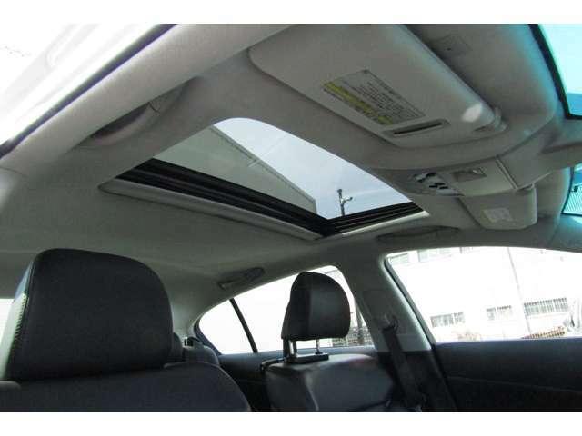 サンルーフ装着車です♪開放感を手にしたインテリアはより一層楽しいドライブを後押ししてくれそうです!