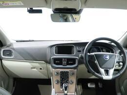 V40クロスカントリーT5AWD SEの低走行車が入庫!スタイリングキット装備し他とは違う一台です!また、OPのパークアシストも装備し、前方にもより安全に走行していただけます。
