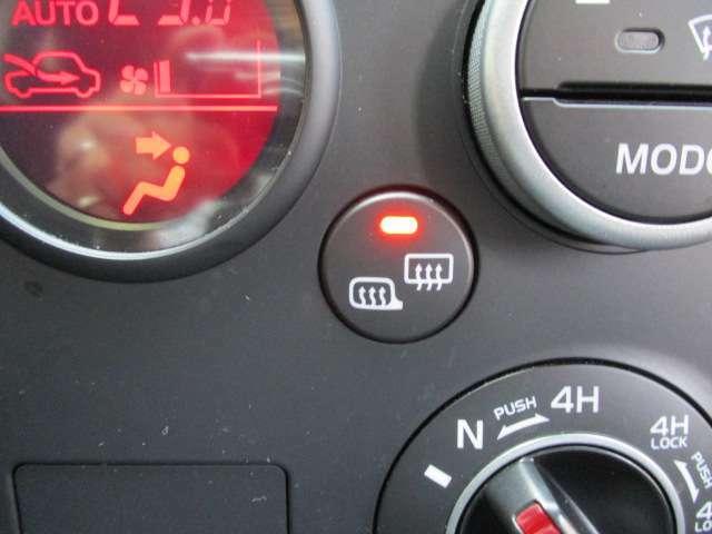冬季に重宝するドアミラーヒーターも装備しています!SUVならではのアイテムですね!