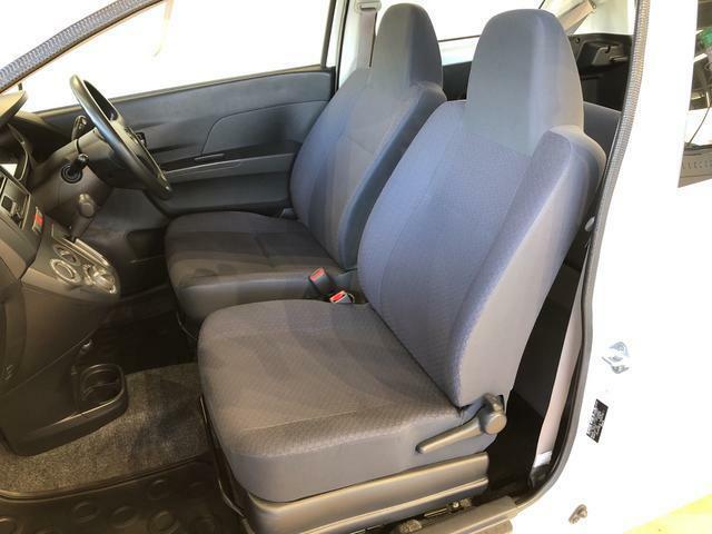 フロントシートは座面も広く使い勝手もいいですよ♪