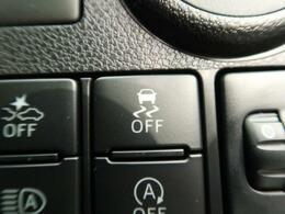 【横滑防止装置】車両の横滑りを感知すると、自動的に車両の進行方向を保つように車両を制御します。