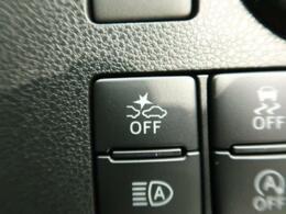 【衝突被害軽減システム】渋滞などでの低速走行中、前方の車両を検知し、衝突を回避できないと判断した場合に、アシストされます 。追突などの危険を回避、または衝突の被害を軽減します。