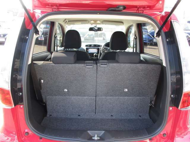 後部座席を起こした状態 後部座席は片側ずつ倒すことも可能です!
