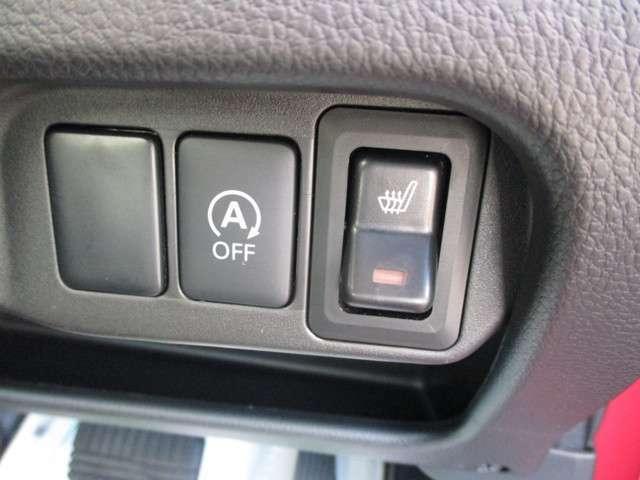 信号待ち時に余計な燃料の消費をカットするアイドリングストップ装備!運転席にはシートヒーター装備