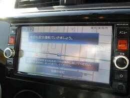 CD/DVD・フルセグTV・Bluetoothなどが楽しめる純正メモリーナビ♪初めての道でも案内してくれますので安心ですね♪
