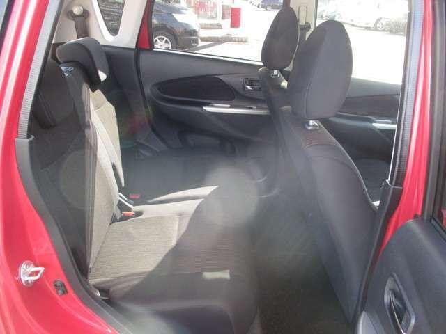 後部座席の様子 後部座席も足元広く乗り降りがしやすい♪