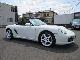 ディーラー車、左ハンドル、5速MT、禁煙車の内外装とても綺麗なお車になります。