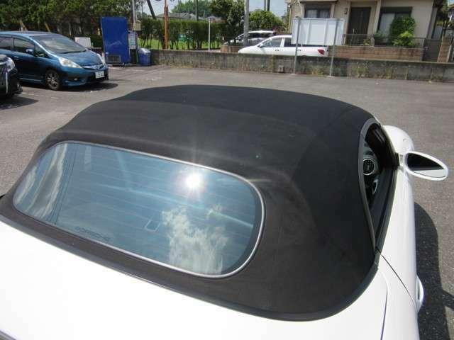 幌の状態もとても綺麗で目立つスレも無くコンディションが良いお車です。