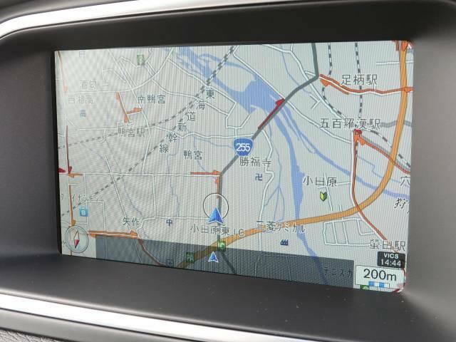 【純正HDDナビゲーション】地上デジタルTV放送、CD/DVD再生はもちろん、Bluetoothオーディオなど多彩なメディアに対応!ご納車時には最新の地図データへ無料更新。