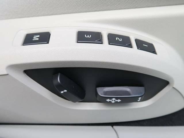 【メモリーシート】ドライバーごとに設定したシート位置を記憶して、ボタン一つで切り替えできる便利な機能!運転する方が複数名いらっしゃるご家庭におすすめです。