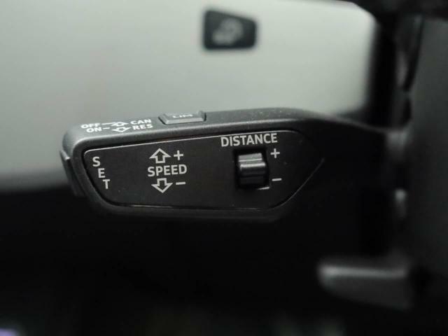 アクセルペダルを操作しなくても設定した速度を維持するクルーズコントロールに、自動的に車間距離を保つ機能を追加。