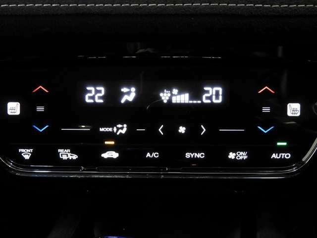 オートエアコンは左右席で独立温度コントロールが可能です。運転席はキンキンに冷やして助手席はマイルドにと言った設定が可能です☆暑さ寒さでケンカすることもなくなりますね♪