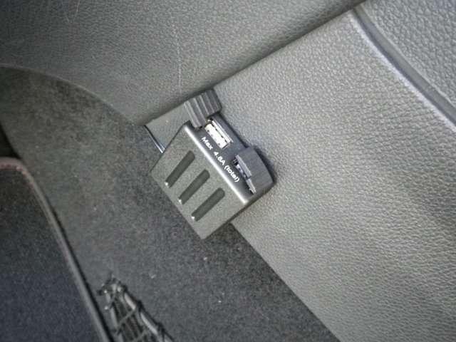 USB2口充電ソケット取付け