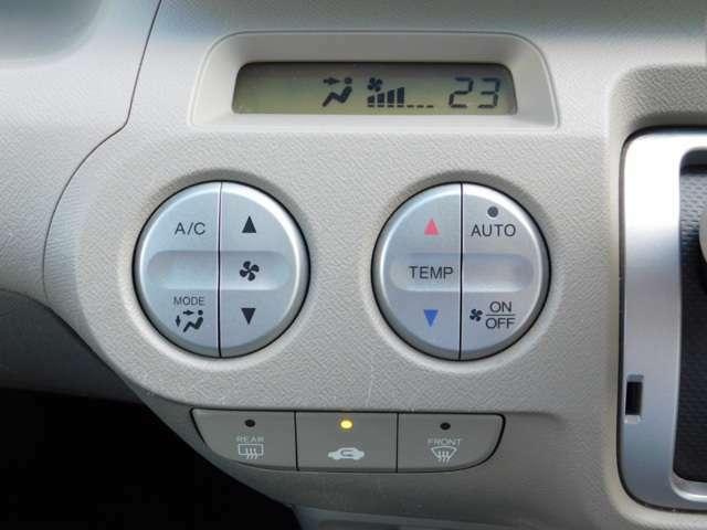 ホンダ純正オートエアコンが装備されています。!!