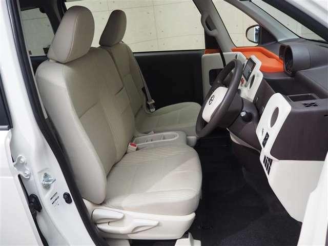 運転席には上下アジャスター付きで、運転姿勢の調整に役立ちます!