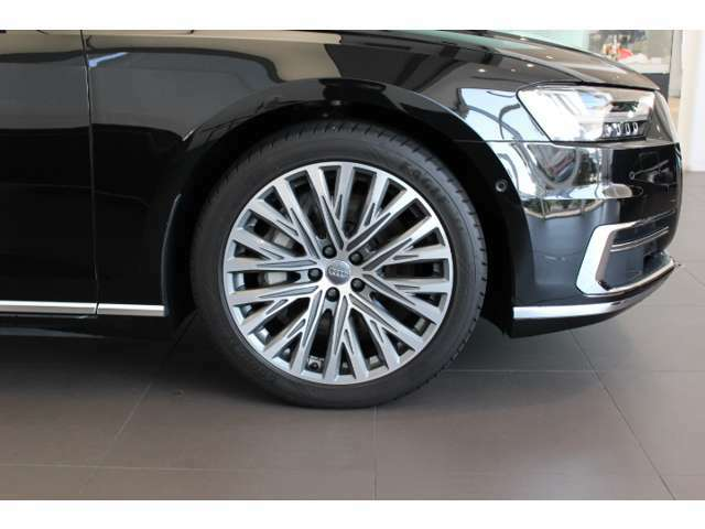 《Audi純正アルミホイール》洗練されたデザインと輝きで、魅せる走りを実現。