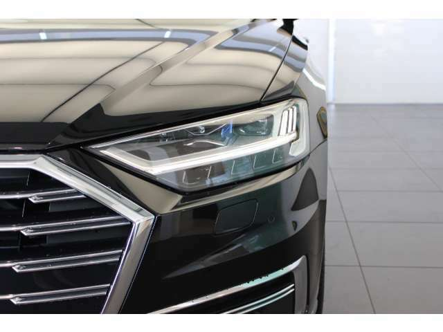 【マトリクスLEDヘッドライト】道路のカーブに合わせ光の向きをコントロールし、シーンに合わせて光量を調整してくれます。もちろん、オートでハイビーム、ロービーム切り替えしてくれます♪