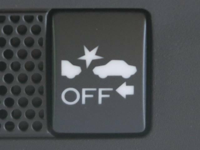 【アイサイトVer3】前方の車両等を検知し、衝突しそうな時は警報で注意を促し、ブレーキを踏む力をサポート。ブレーキを踏めなかった場合は衝突被害軽減ブレーキが作動、衝突回避をサポートします。