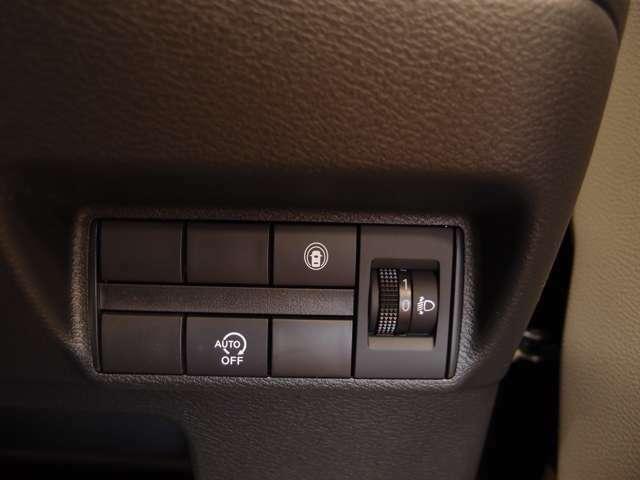 「アイドリングストップ」信号での停車時などにエンジンが停止し、無駄な燃料消費を抑えます。