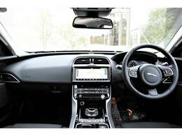 ジャガー・ランドローバーの認定中古車は最長2年間の認定中古車保証が無料付帯。さらに最長2年間の延長保証も別途有償にてお選びいただけます。*6年または6万km以上の車両は各1年となります。