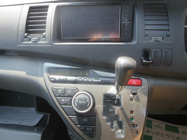 純正SDナビを装着♪エアコンもフルオートで快適な車内をお約束♪
