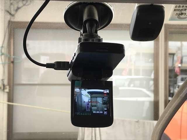 最近では必需品になってきたドライブレコーダーもついています。