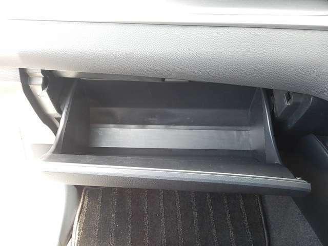 【助手席側インパネ】グローブボックス収納です。ボックス内にはETCが付いています♪