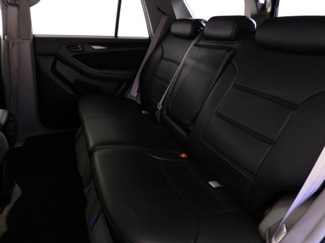 ブラックレザー調シートカバーは別途オプションとなります。