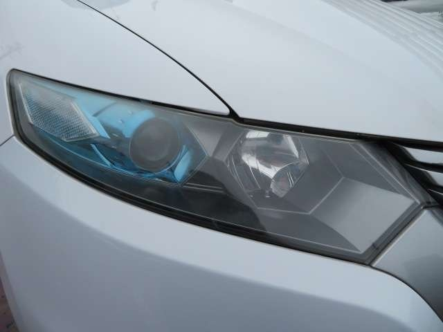 ヘッドライトはご覧の通り、しっかりとクリアでキレイな状態です♪ヘッドライトがくすんでいると車のイメージも悪くなりますよね♪HIDなのでより遠くをより明るく照らしてくれます♪