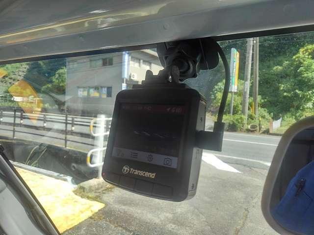 今や必需品?ドライブレコーダーも装備。