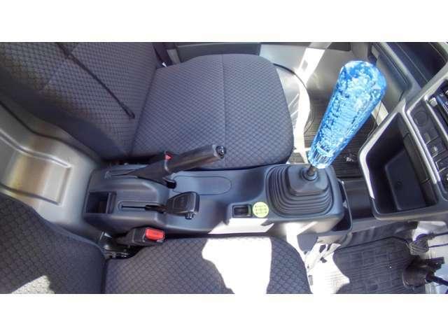 4WD切替レバーはワンアクション。4Lも装備で、駆動力も十分!