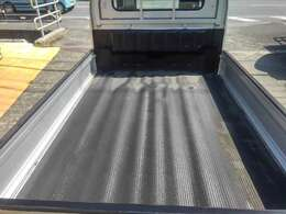 荷台マット+ゲートアッパープロテクターで、ガンガン使えます。