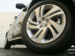 18インチ5スプリットスポークホイール装備!力強さと重厚感を感じさせる太めのスポーク、車体全体のバランスを考慮して専用にデザインが施されています。イヴォークの魅力を際立たせる魅力のアイテムです♪