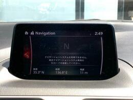 マツダコネクトの7インチWVGAディスプレイです。センターコンソールのコマンダーコントロールでの操作に加えて、タッチパネルにもなっていますので、画面にタッチしての操作も可能です。ナビSDカードが装着あ