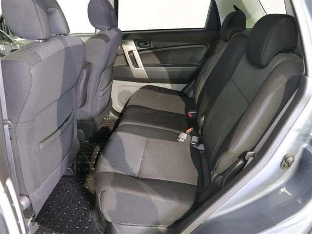 後部座席もゆったりです。