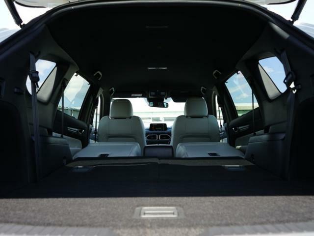 広々ラゲッジスペースはレジャーやアウトドアにピッタリです。サードシートは5:5の2分割で折畳むことができ、フラットなラゲッジスペースになります。