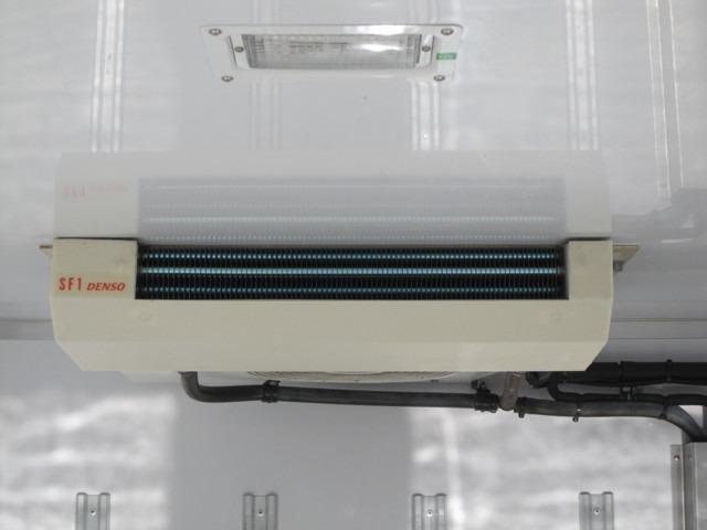 保冷庫内冷気吹出し口!DENSO 冷凍冷蔵車-8℃確認!