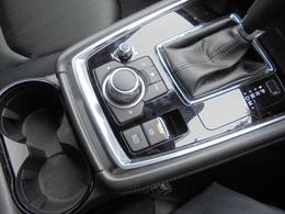 オートホールドモードを搭載し、シフトは6AT!カップホルダーも横置きになりました。電気式パーキングブレーキ!