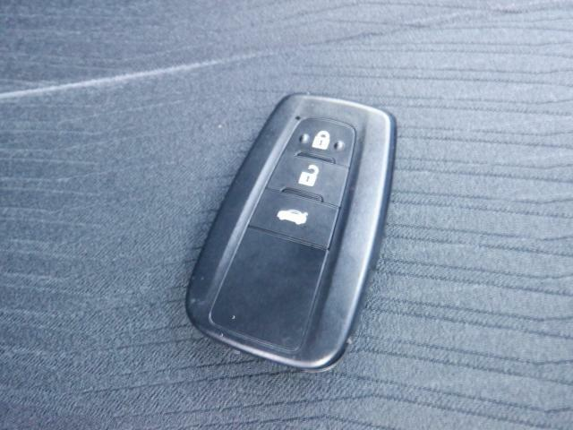 ★とっても便利なスマートキーシステム装備★携帯するだけでドア等の施錠・開錠・エンジン始動が可能なスマートキーシステム(^^♪セキュリティ面でも安心です!