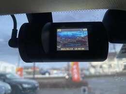 昨今人気急上昇中のドライブレコーダーもついております♪映像をしっかりと記録してくれるのでもしもの時でも安心ですね♪