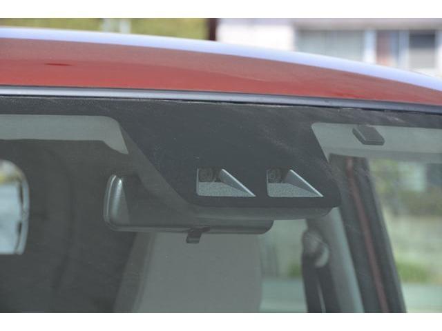 """衝突回避支援システム""""スマートアシストIII""""を装備!衝突回避支援ブレーキ機能(対車両・対歩行者)、衝突警報機能、車線逸脱警報機能、誤発進抑制制御機能(前方・後方)、先行車発進お知らせ機能付"""